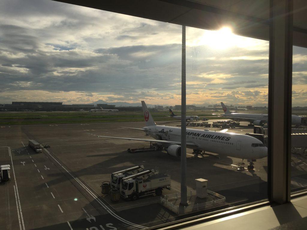 羽田空港に駐機中のJAL