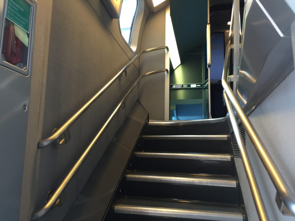 TGVの2階席への階段