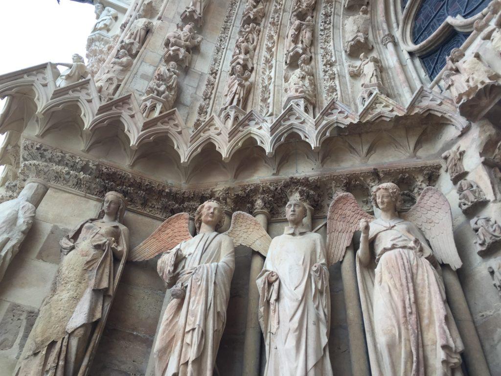 ランス大聖堂の微笑みの天使の彫像