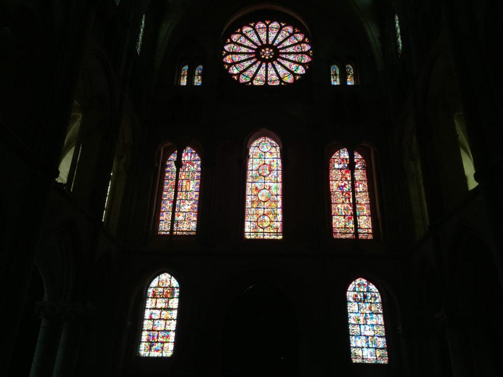 ランスのサン・レミ聖堂の西側のステンドグラス