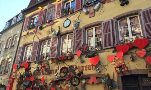 コルマールのクリスマスマーケットのかわいい家