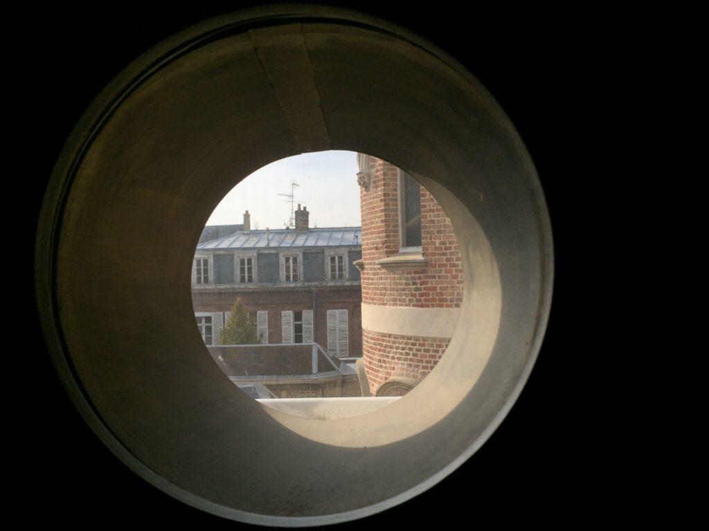 アミアンのジュール・ヴェルヌ記念館の丸窓
