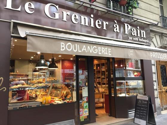 モンマルトルのアベス通りの人気のパン屋さん