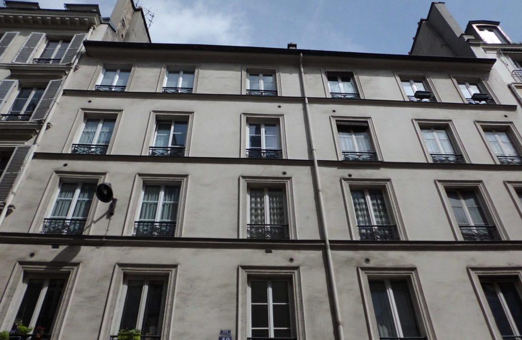 パリのアパルトマンの外観