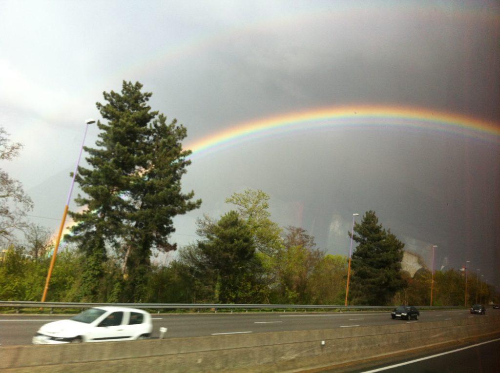フランスの高速道路の虹