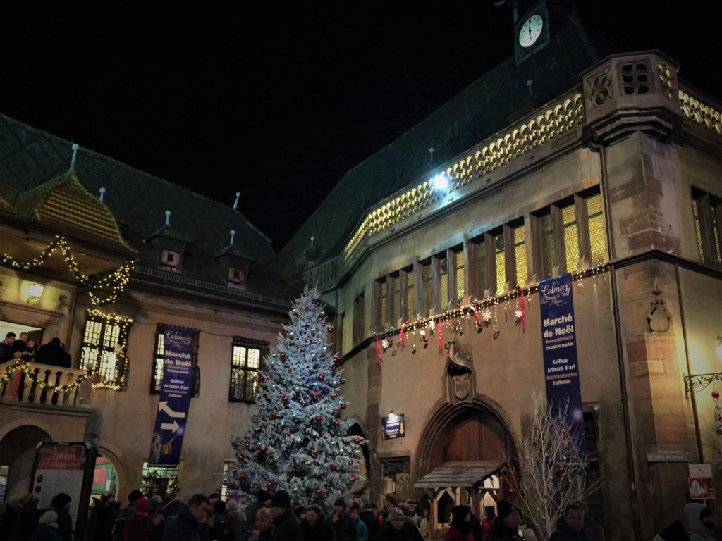 コルマールの大きなクリスマスツリー