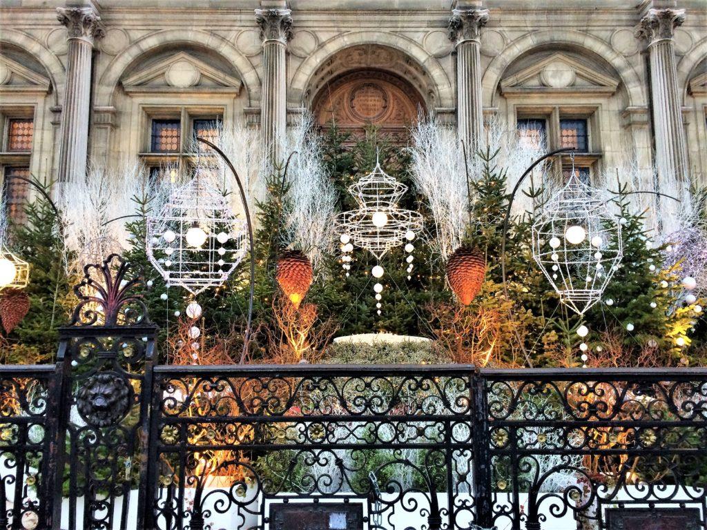 クリスマスのパリ市庁舎前