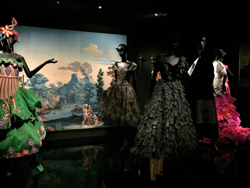 クリスチャン・ディオールのラテンアメリカのデザインのドレス