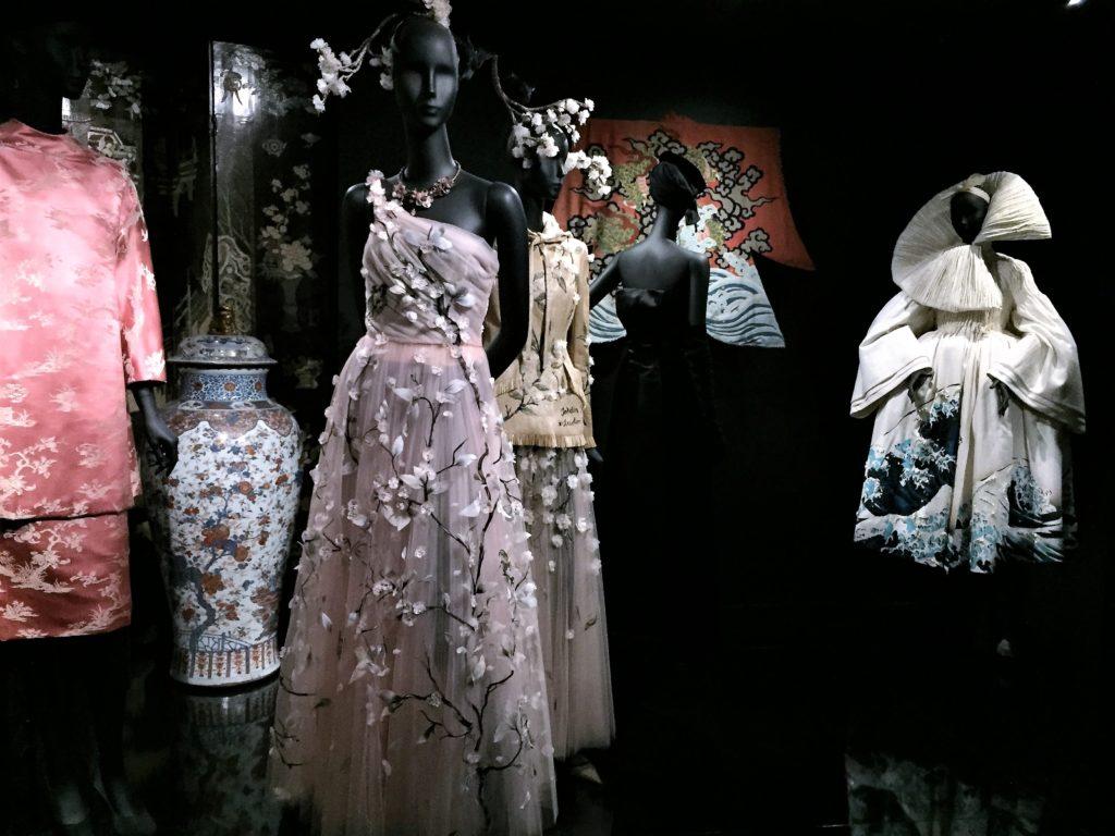 クリスチャン・ディオールの日本の桜のデザインのドレス