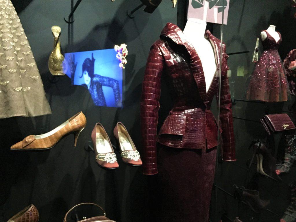 クリスチャン・ディオール展の革のジャケット