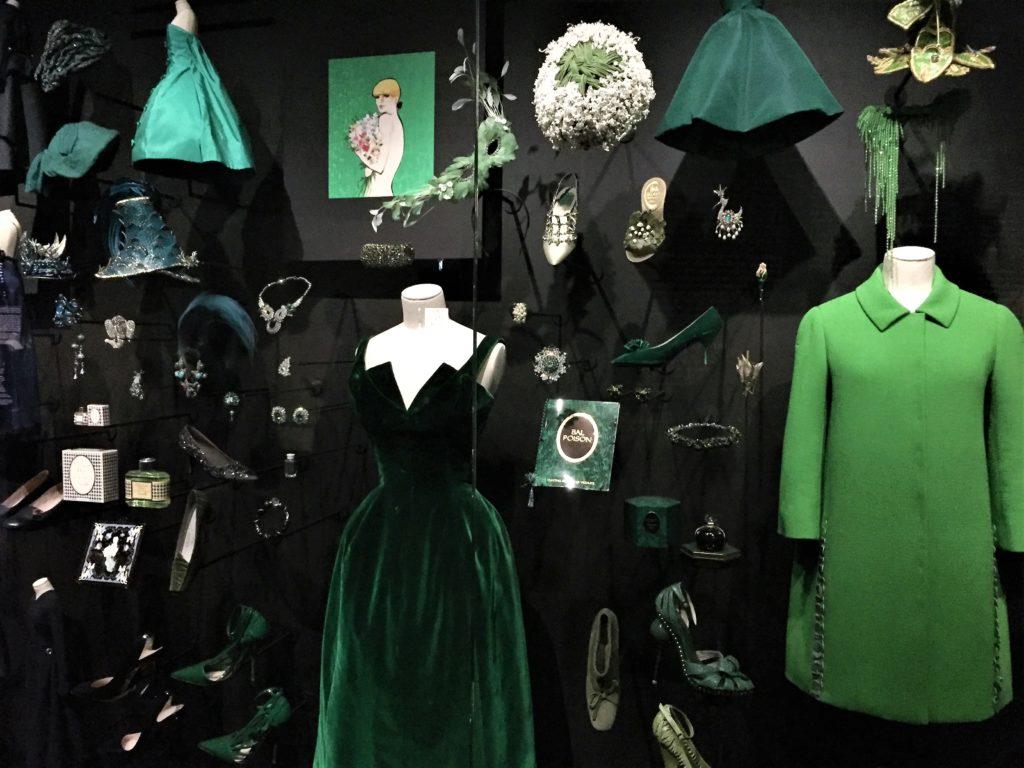 クリスチャン・ディオール展の緑のドレス