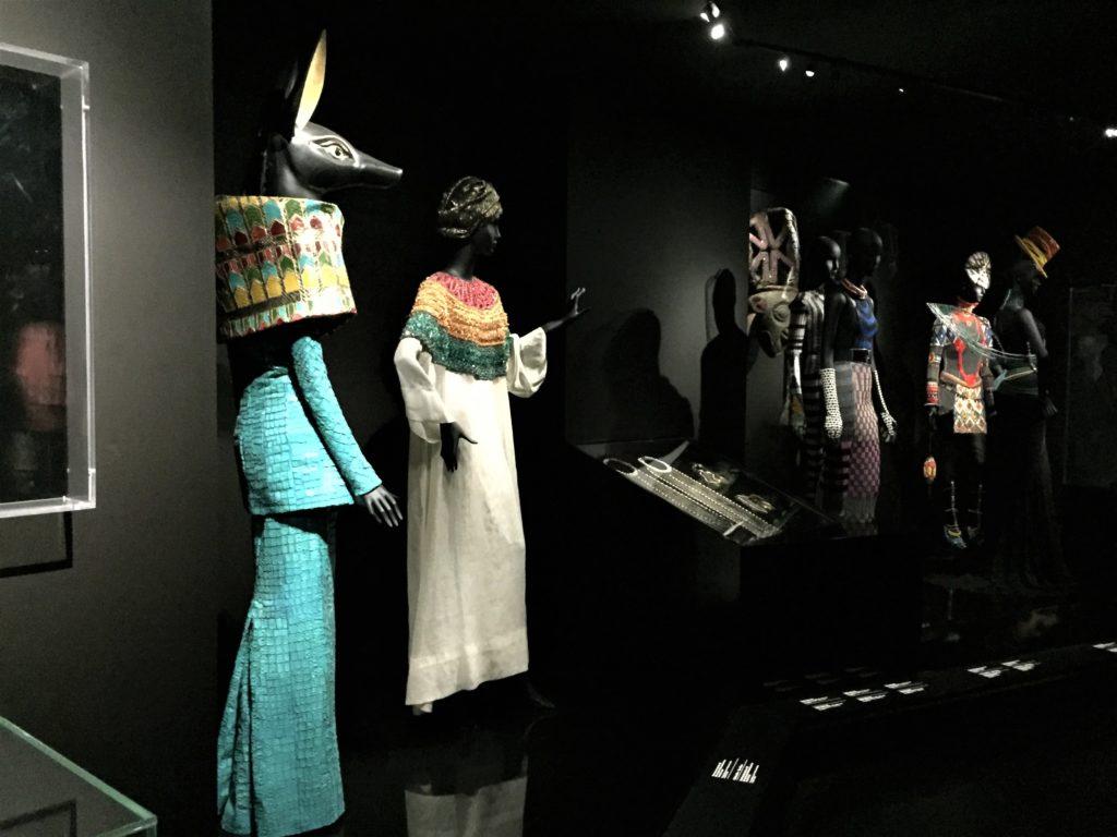 クリスチャン・ディオールのアフリカ・エジプトのデザインのドレス