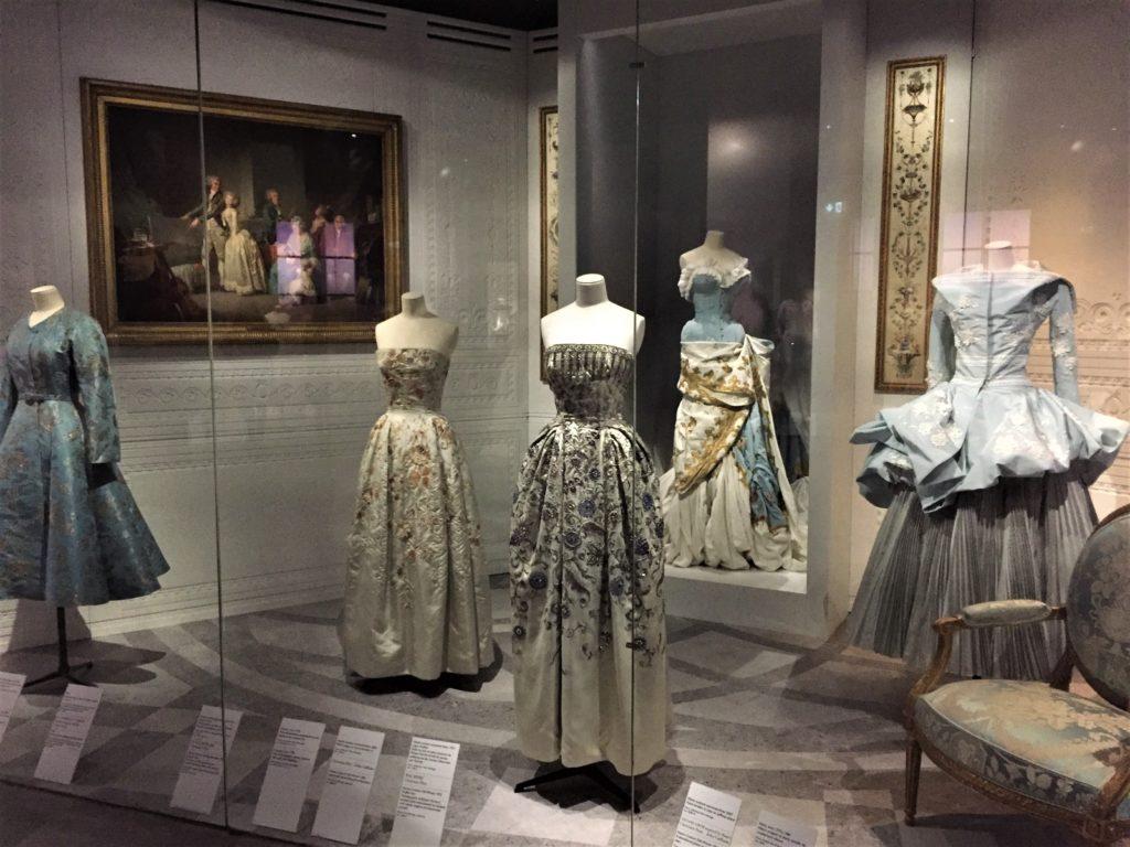クリスチャン・ディオールのロココ調のデザインのドレス