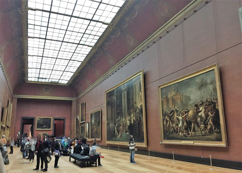 年越し後のルーブル美術館の内部