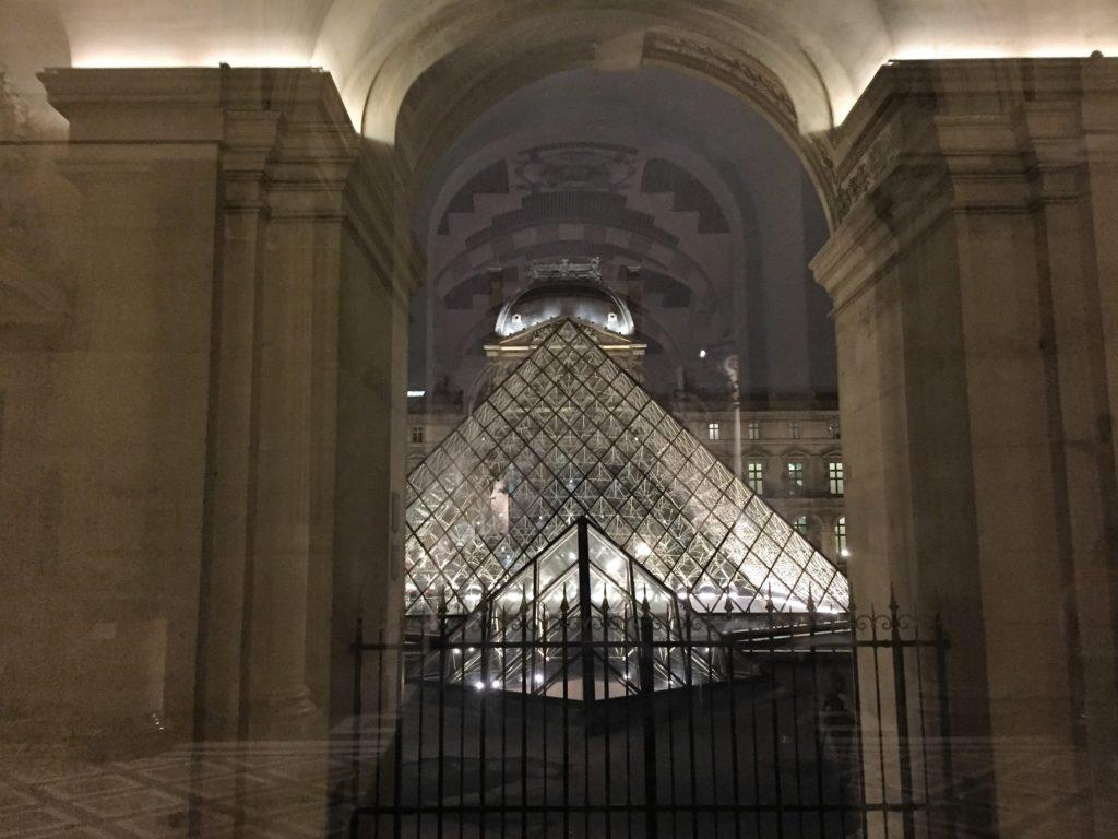ルーブル美術館のガラスのピラミッド