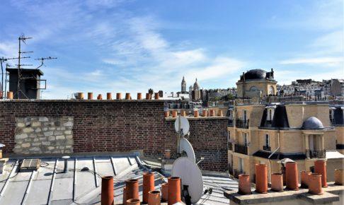 アパルトマンの屋根の上から見たサクレ・クール寺院