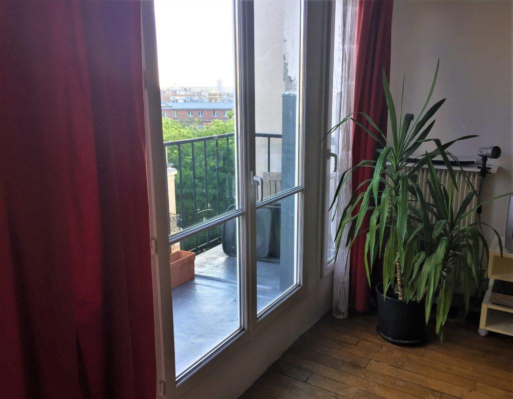 パリのアパルトマンのベランダからの眺望
