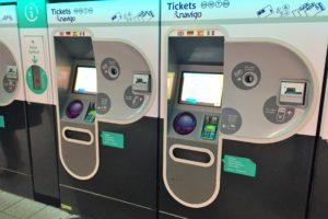 パリのメトロの券売機の外観