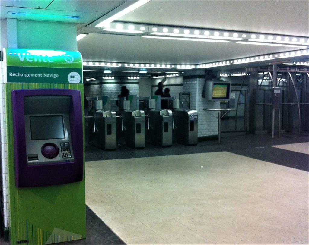 パリのメトロの改札機