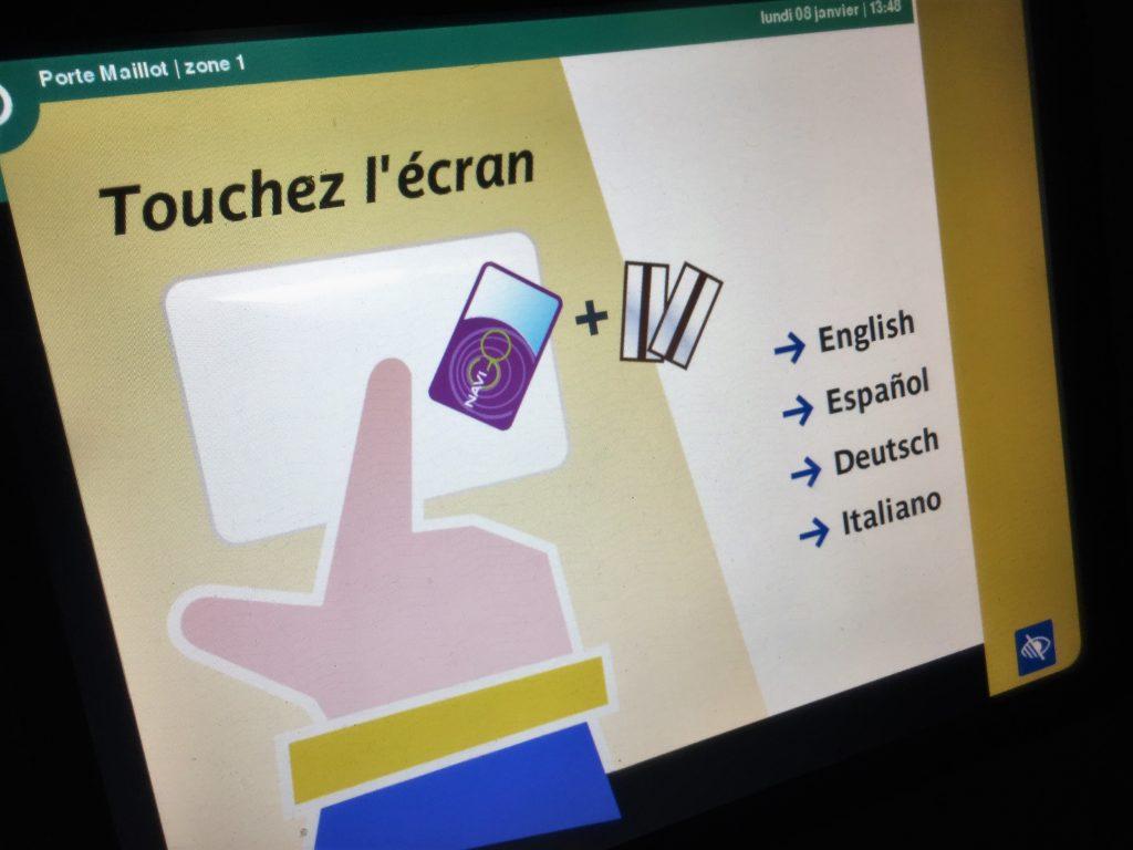パリのメトロの券売機の最初の画面