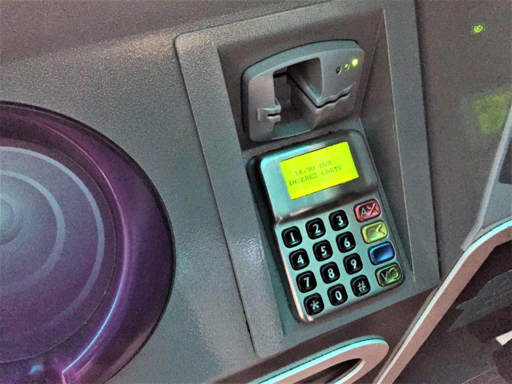 パリのメトロの券売機のカード読み取り機
