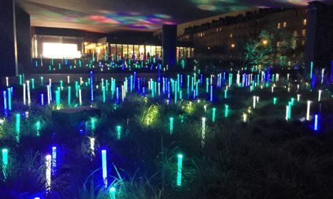パリのケ・ブランリ美術館の庭