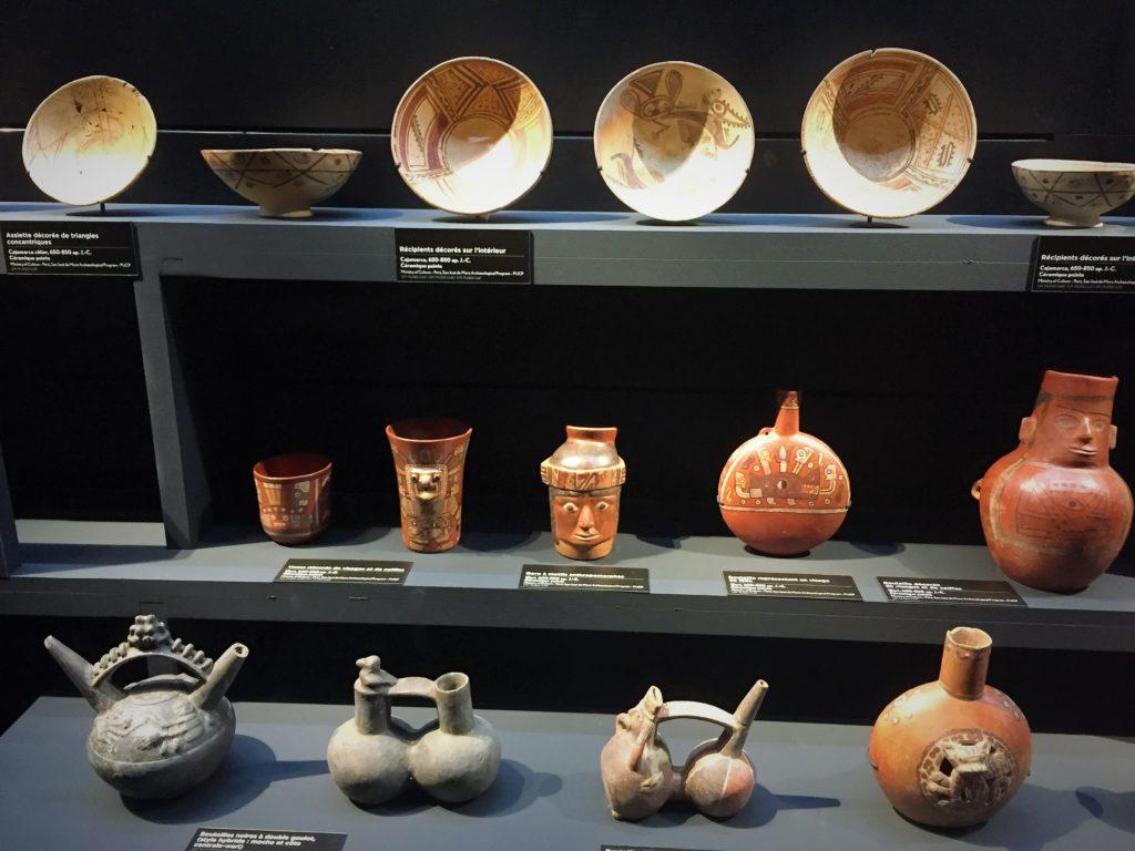パリのケ・ブランリ美術館のペルーの壺