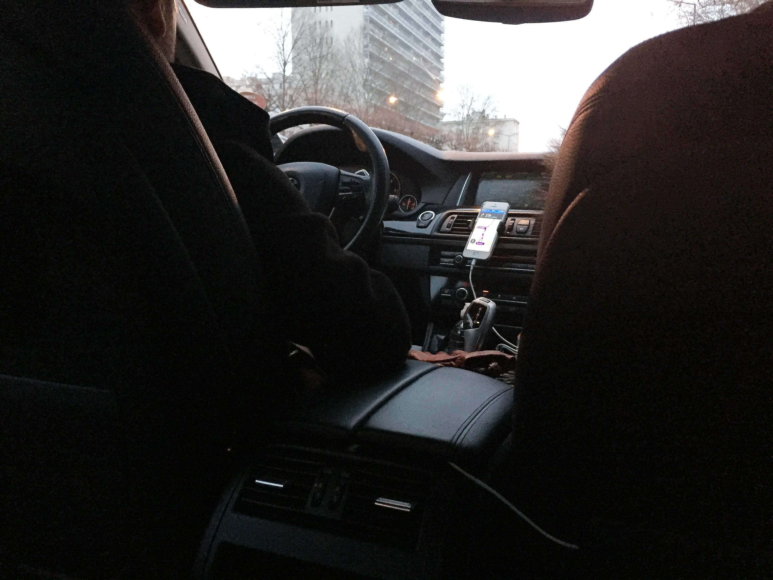 ParisのUberの車内