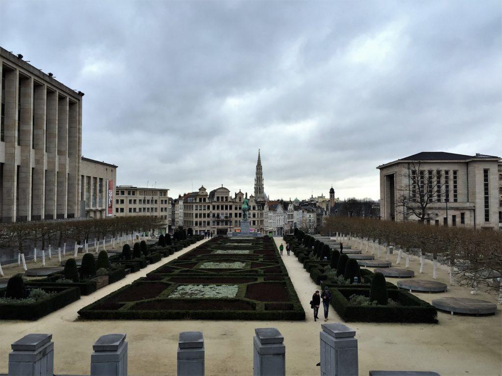 ブリュッセルの芸術の丘からグラン=プラスを眺める