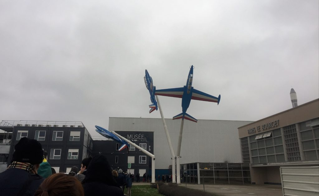 ル・ブルジェ空港の飛行機のオブジェ