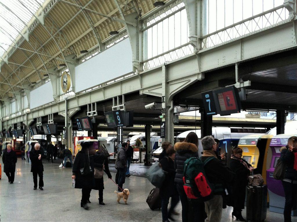 パリのリヨン駅の構内