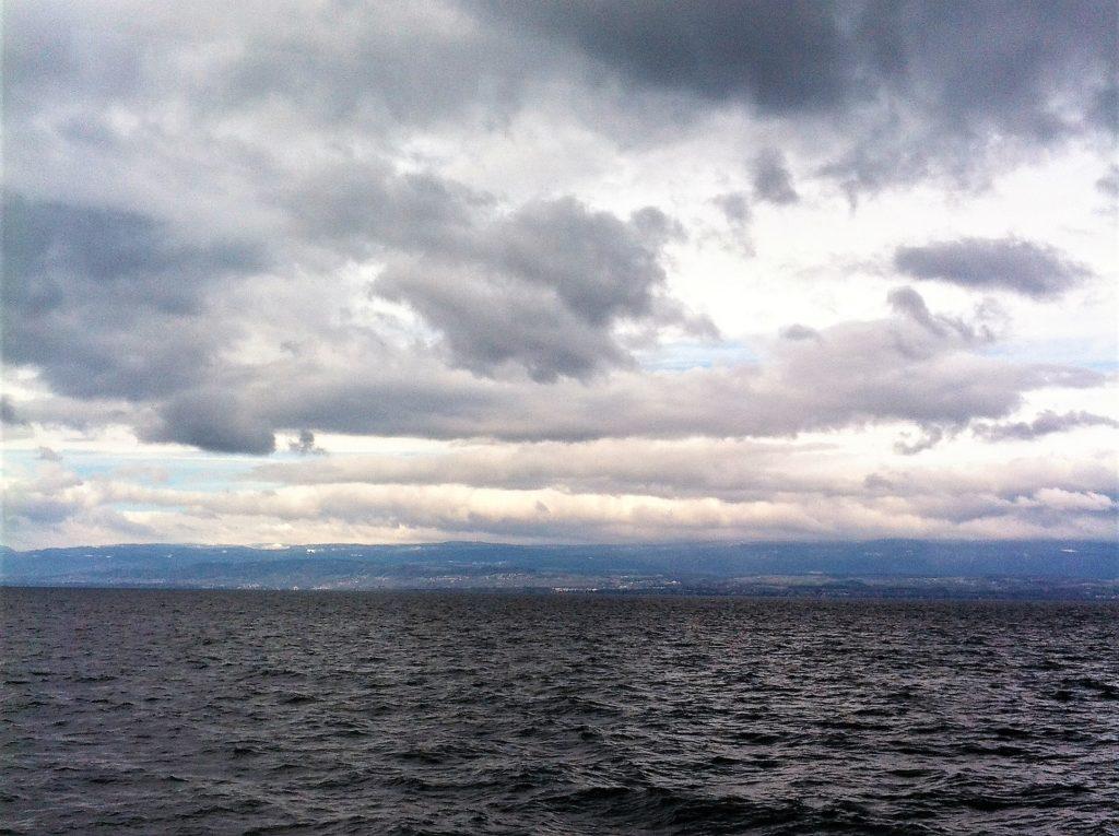 スイスとフランスの湖上の国境