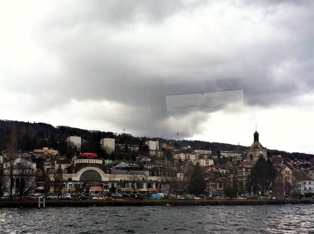 遊覧船から見たエビアンの街