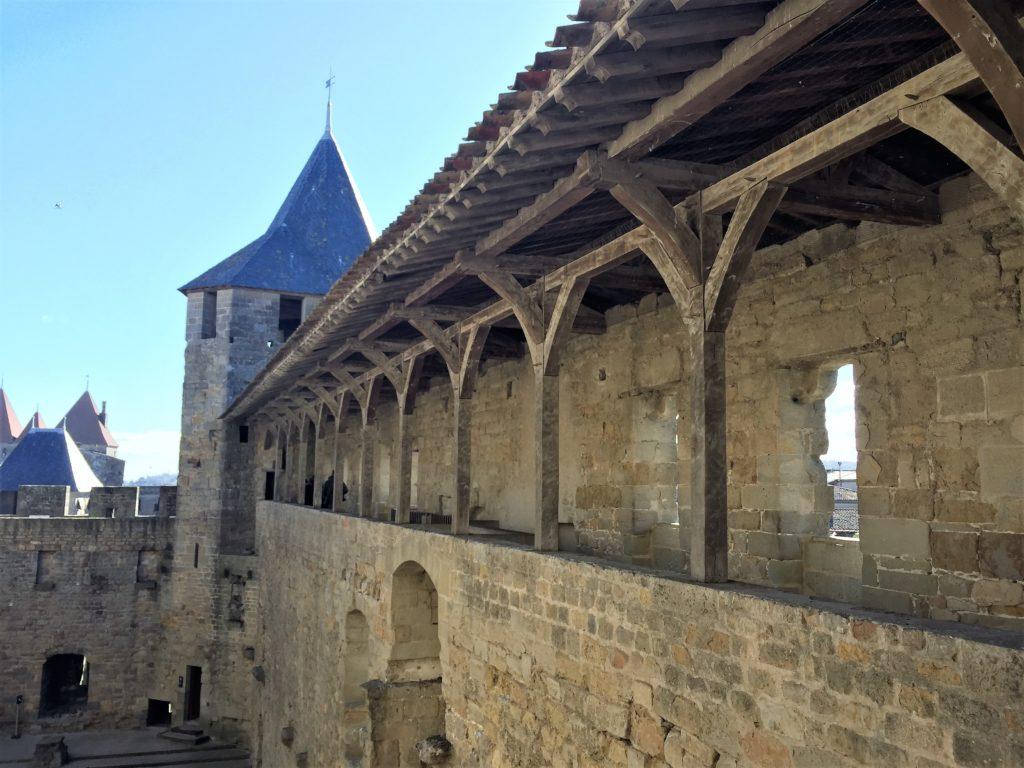 カルカソンヌの城塞から続く通路