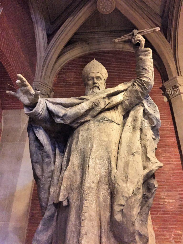 トゥールーズのオーギュスタン美術館の大型彫刻