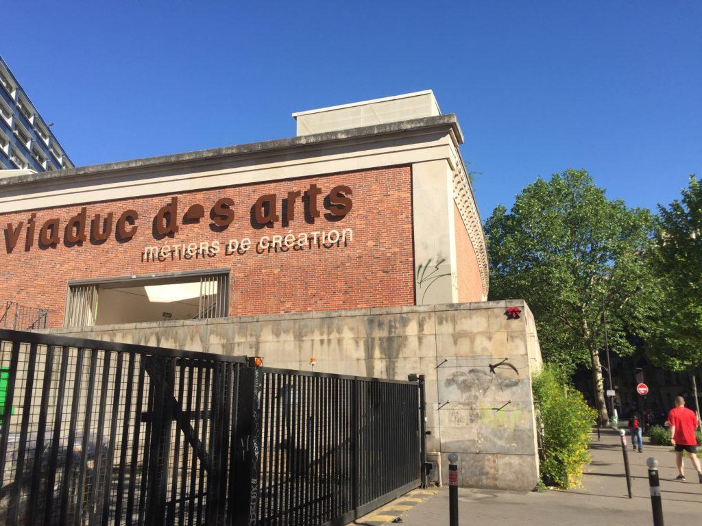 バスティーユの茶色の建物