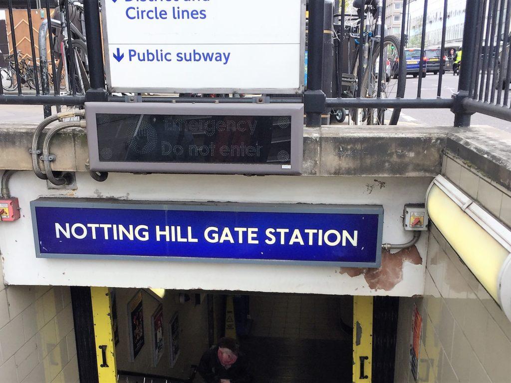 ノッティング・ヒルの地下鉄の駅