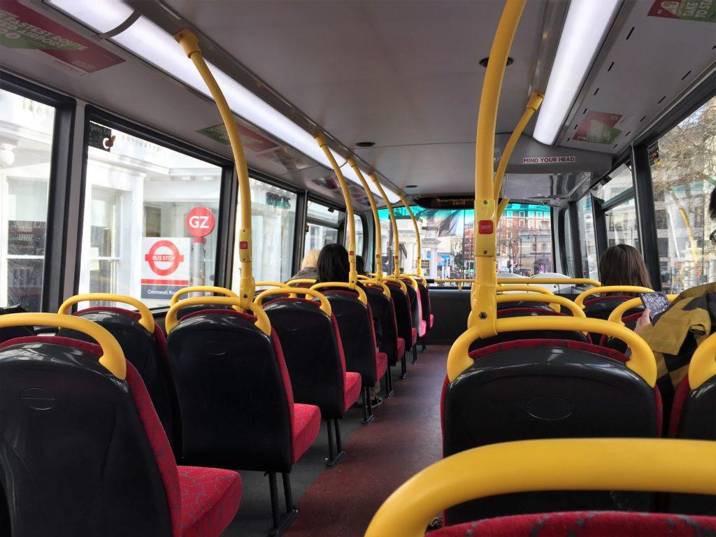 ロンドンの2階建てバスの2階