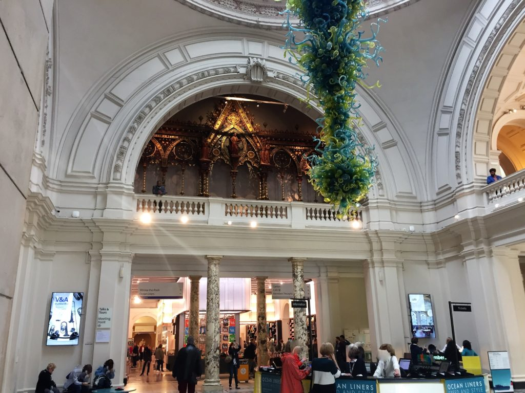 ヴィクトリア・アンド・アルバート博物館の案内