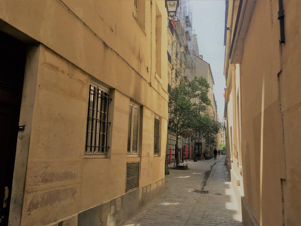 パリのマレ地区の街並み