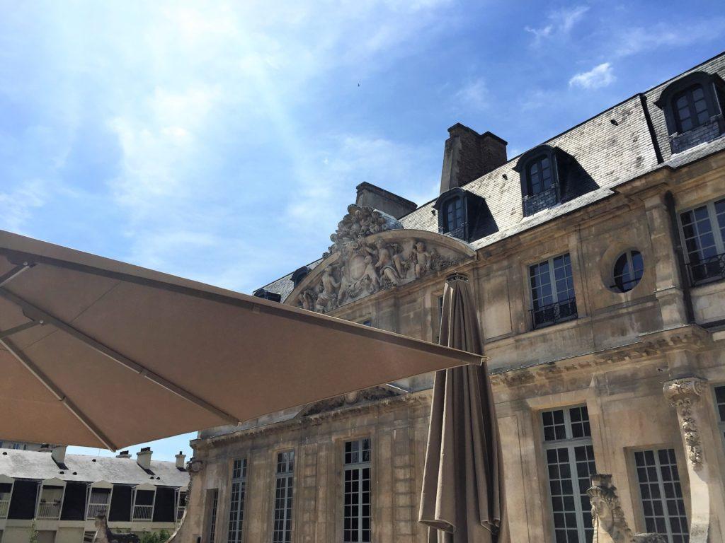 ピカソ美術館の屋根上のカフェ