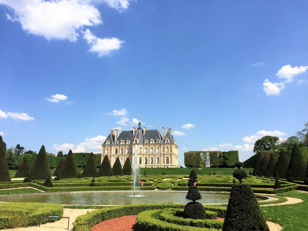 ソー公園の城と庭園と青空