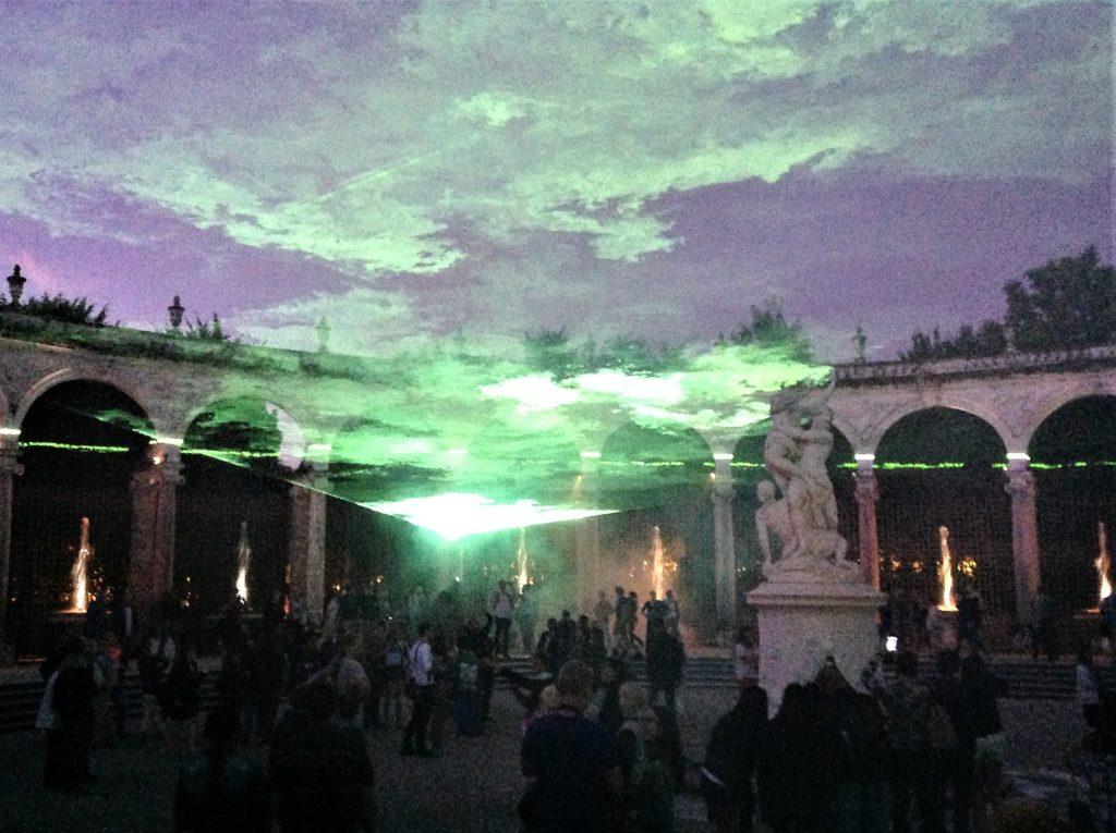 ヴェルサイユ宮殿の噴水と光と音の演出