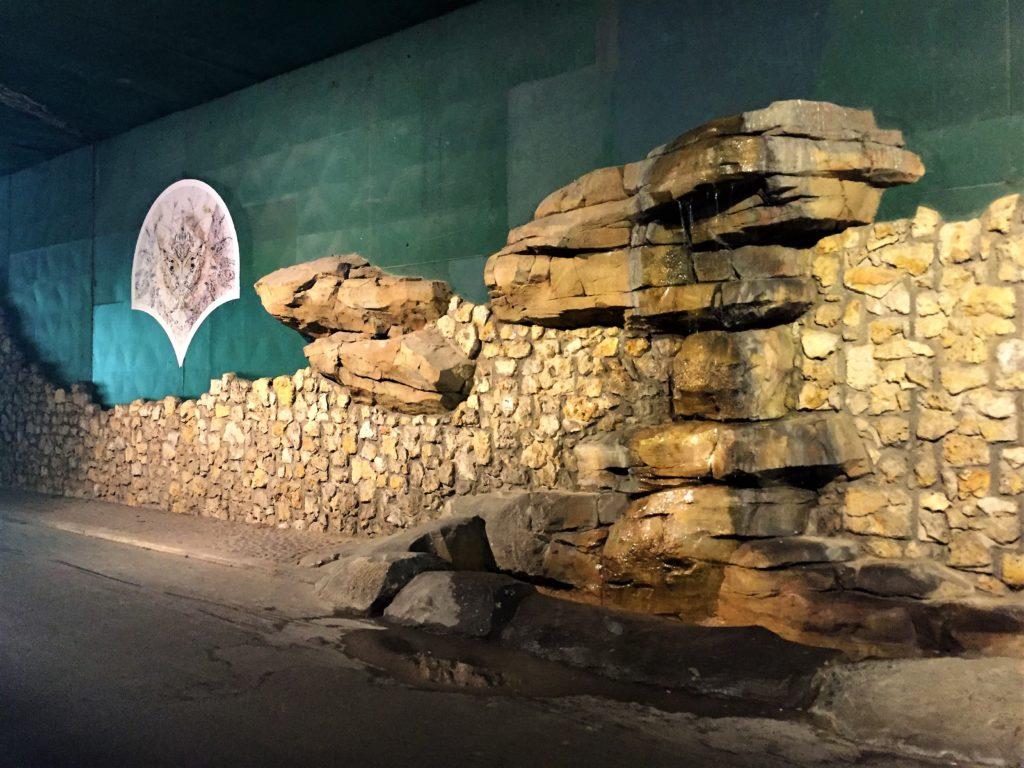 プロムナード・プランテのトンネル内の噴水