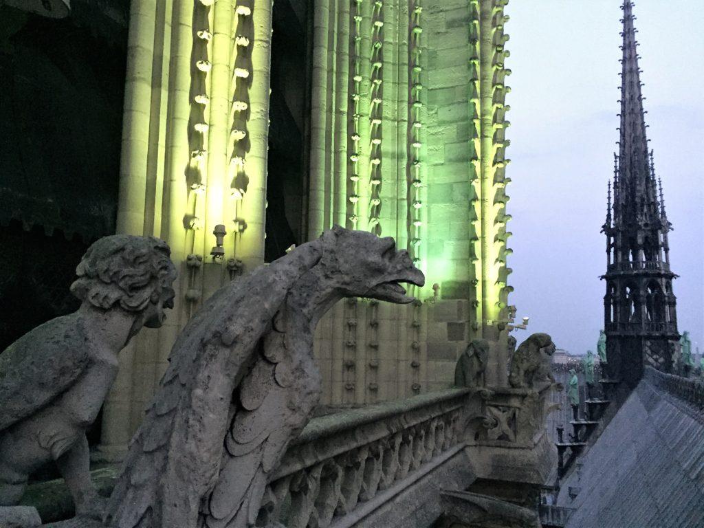 ノートルダム寺院の屋根や尖塔