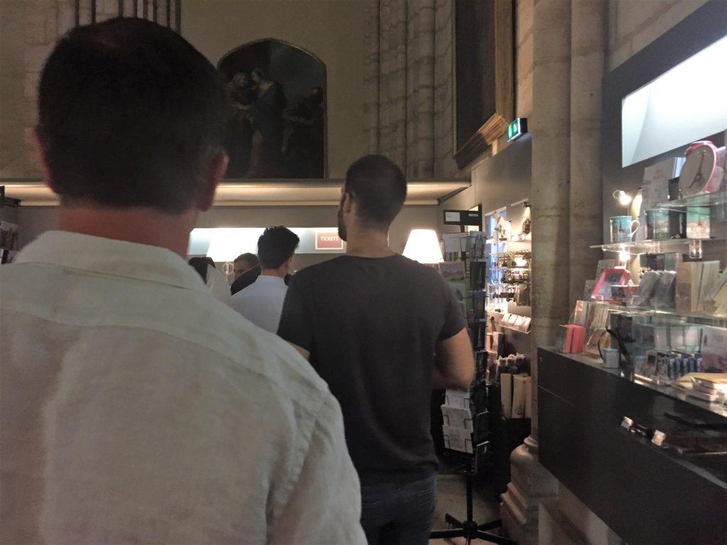パリのノートルダム寺院の塔のチケット売り場