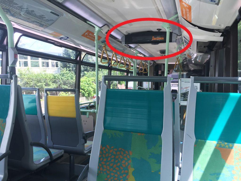 パリのバス内の電光掲示板