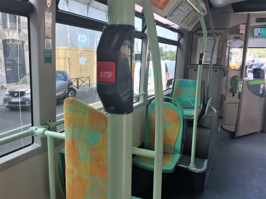 パリのバスの降車方法