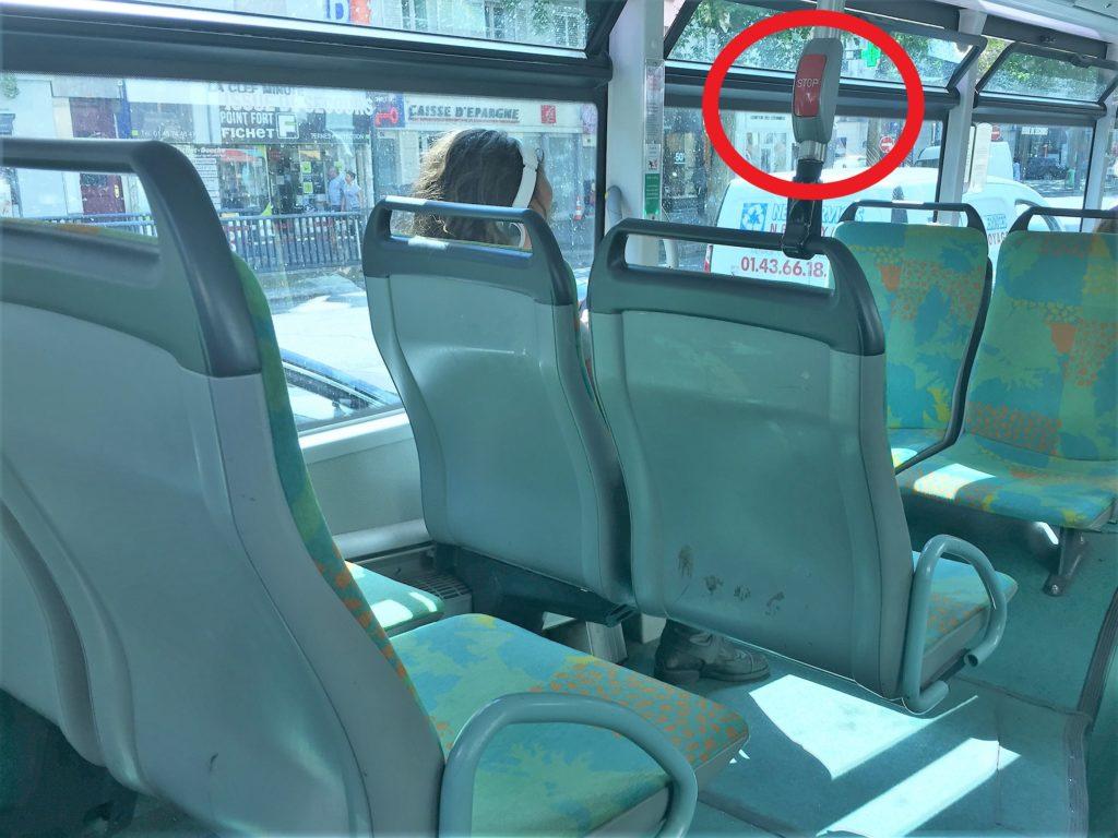 パリのバス内のSTOPボタン