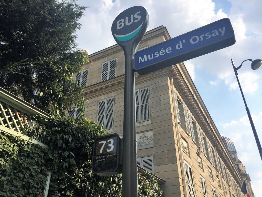 パリのオルセーのバス停